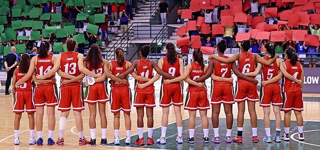 O céu é o limiteA selecção nacional de sub-16 feminina fez história na noite passada em Matosinhos ao apurar-se para as meias finais do campeonato da Europa, divisão A.